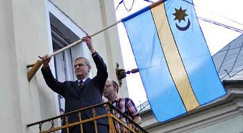 székely zászlók emnt tőkés lászló partium