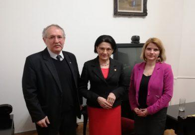MOGYE-ügy: átadták a tanügyminiszternek a több mint 16 000 tiltakozó aláírást