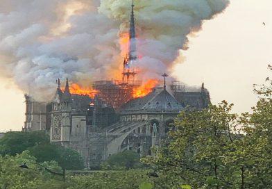 Hatalmas lángokkal ég a párizsi Notre Dame