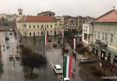 A magyar közösségek közvetlen formában, az utcára vonulva is ki kell fejezzék véleményüket!