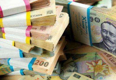 Ennyi pénzt tapsoltak el a kampányra az elnökjelöltek