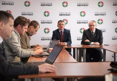 """Csomortányi: """"A Néppárt és az MPP fúziója az új erdélyi magyar egység kiindulópontja"""""""