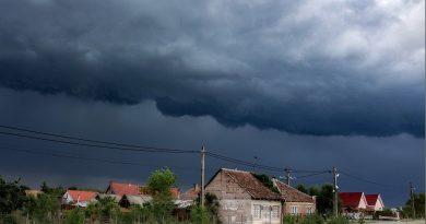 OMSZ: Szerda estig zivatarok és szélviharok várhatók a régiók többségében
